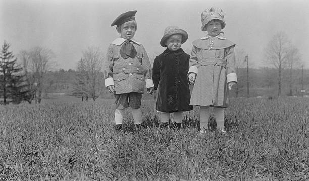 Three Smartly Dressed Children:ニュース(壁紙.com)