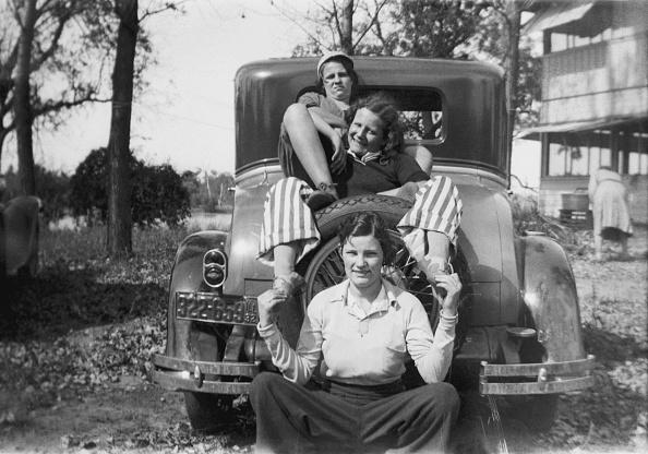 Wheel「Girls Playing On Boot Of Car」:写真・画像(6)[壁紙.com]