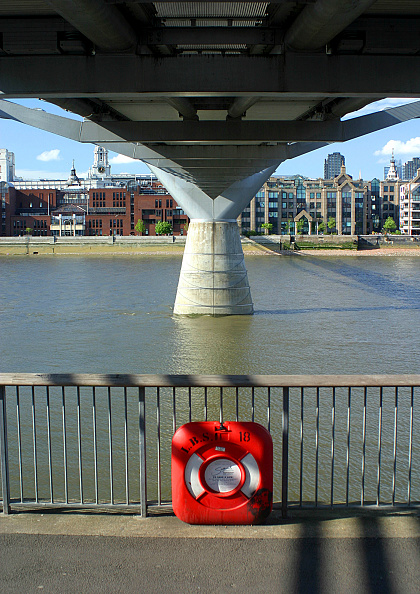 Concrete「Safety rescue ring underneath the Millennium Bridge, London, United Kingdom. Bridge designed by Norman Foster and Partners. Engineers: Arup」:写真・画像(7)[壁紙.com]