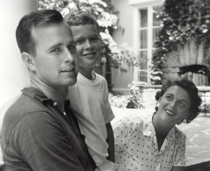 Politics and Government「Bush Family Portrait, Summer 1955」:写真・画像(2)[壁紙.com]