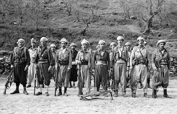 Hiding「Kurdish Peshmerga Fighters」:写真・画像(0)[壁紙.com]