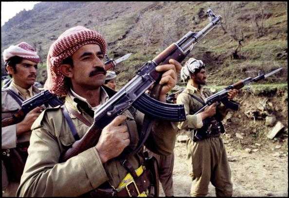Hiding「Kurdish Peshmerga Fighters」:写真・画像(1)[壁紙.com]