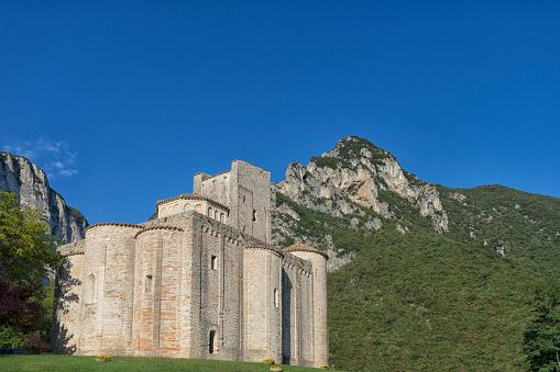 Abbey - Monastery「Italy, Marche district, Gola della Rossa Nature Park, Genga, abbey San Vittore alle Chiuse」:スマホ壁紙(16)