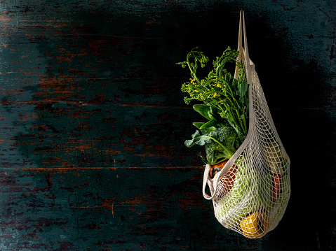 Reusable Bag「Market fresh vegetables hanging in a reusable string cotton bag, on an old turquoise colored wood board wall background.」:スマホ壁紙(17)