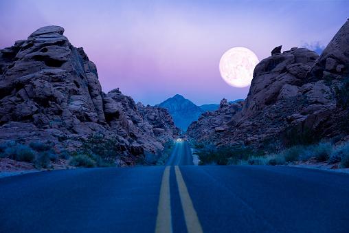 Moon「Road trip at Twilight」:スマホ壁紙(10)