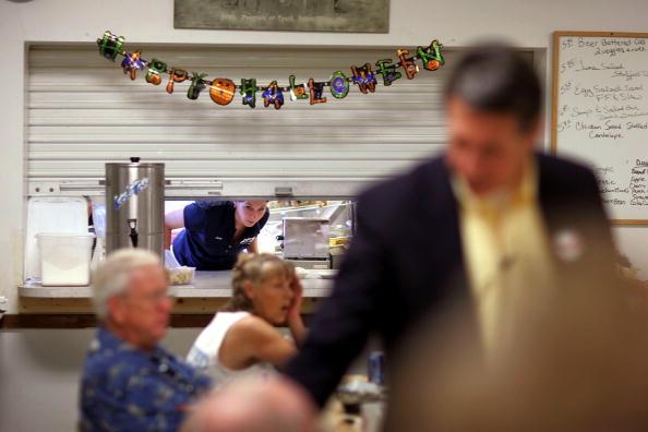 Joe Mahoney「Congressional Candidate Tim Mahoney Votes In Florida」:写真・画像(15)[壁紙.com]