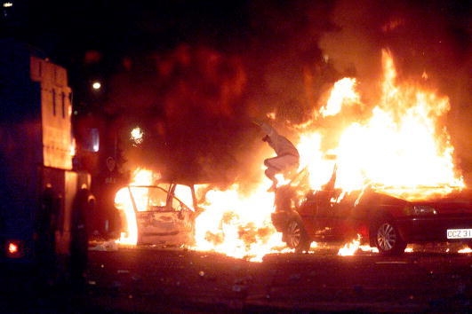 Problems「Sectarian Riots In Belfast」:写真・画像(2)[壁紙.com]