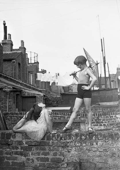Front or Back Yard「Back Garden Cabaret」:写真・画像(10)[壁紙.com]