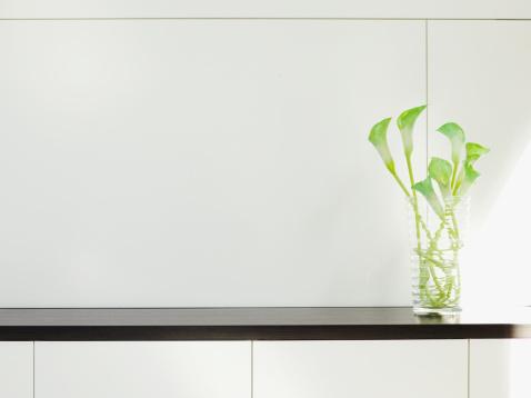 flower「モダンなキャビネット、フラワーアレンジメント」:スマホ壁紙(12)