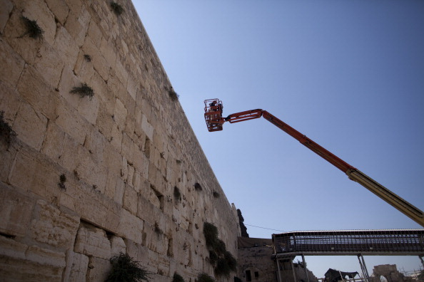 East Jerusalem「Engineers Check Stones At Western Wall」:写真・画像(10)[壁紙.com]