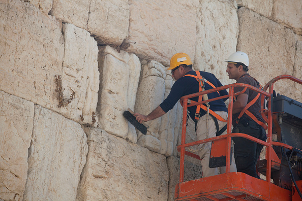 East Jerusalem「Engineers Check Stones At Western Wall」:写真・画像(11)[壁紙.com]