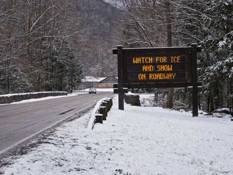 Gatlinburg「Warning of ice and snow on Smoky Mountains roads」:スマホ壁紙(7)