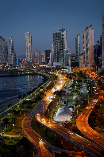 Boulevard「View of Avenida Balboa at sunset. Panama City, Panama」:スマホ壁紙(18)
