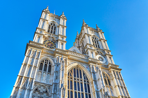 Abbey - Monastery「Low Angle View Of Westminster Abbey,London」:スマホ壁紙(13)