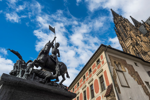 St Vitus's Cathedral「Low Angle View Of St. Vitus Cathedral, Prague Castle And A Statue Of A Rider On A Horse」:スマホ壁紙(0)