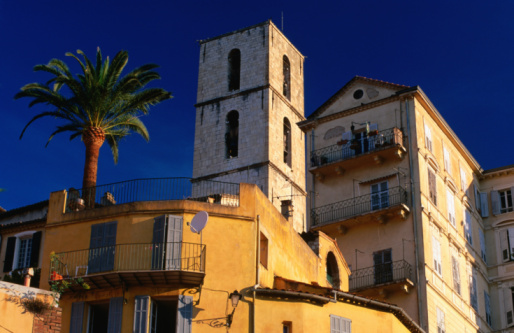 Grasse「Low angle view of old town at sunrise (French perfume capital), Alpes-Maritimes region, Grasse, Provence-Alpes-Cote d'Azur, France, Europe」:スマホ壁紙(8)