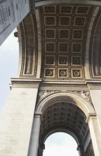Arc de Triomphe - Paris「Low angle view of Arc de Triomphe」:スマホ壁紙(9)