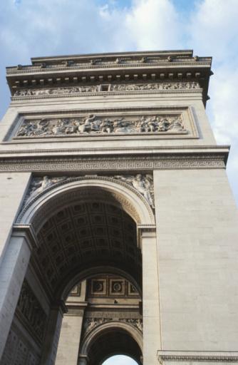 Arc de Triomphe - Paris「Low angle view of Arc de Triomphe」:スマホ壁紙(13)