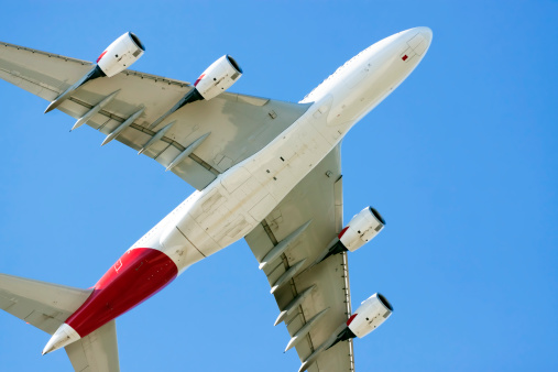 Approaching「Low angle view of flying airpalne Airbus A380, copy space」:スマホ壁紙(5)