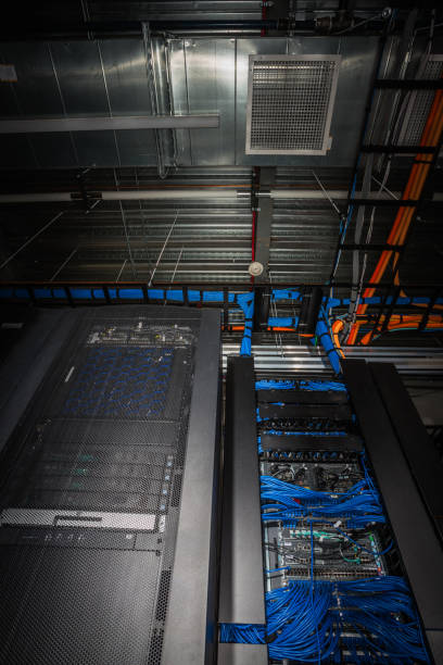 Low angle view of server room racks glowing from behind:スマホ壁紙(壁紙.com)