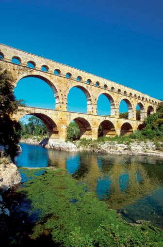 Roman「Low angle view of a bridge, Pont du Gard Bridge, Roussillon, Languedoc, France」:スマホ壁紙(11)