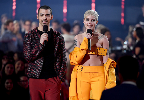 Red Pants「iHeartRadio Music Awards - Show」:写真・画像(8)[壁紙.com]