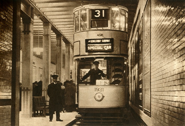 Double-Decker Bus「Tram In The Kingsway Subway」:写真・画像(4)[壁紙.com]