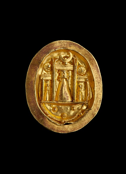 Black Background「Gold Finger Ring With Setting Showing The Shrine Of Aphrodite At Paphos」:写真・画像(4)[壁紙.com]