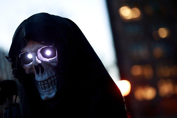 Waiting「Annual Halloween Parade Winds Through New York's Greenwich Village」:写真・画像(13)[壁紙.com]
