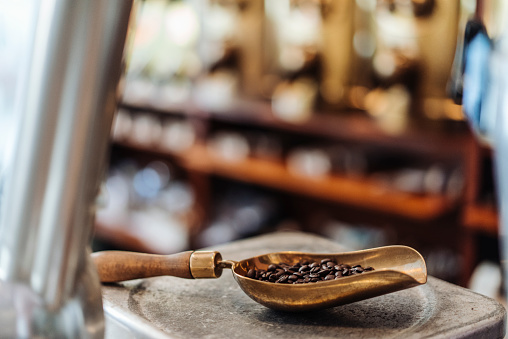 Coffee Roaster「Shovel with coffee beans in a coffee roastery」:スマホ壁紙(5)