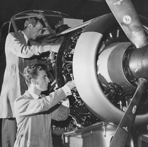 Derek Berwin「Fixing A Plane」:写真・画像(10)[壁紙.com]