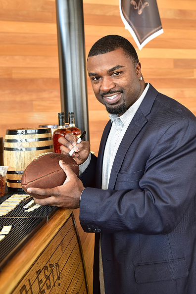 """Philadelphia Eagles「OAKHEART Genuine Spiced Rum and Legendary Former American Football Running Back Brian Westbrook Take Over XFINITY Live! To Launch the """"Oakth"""" Challenge」:写真・画像(19)[壁紙.com]"""