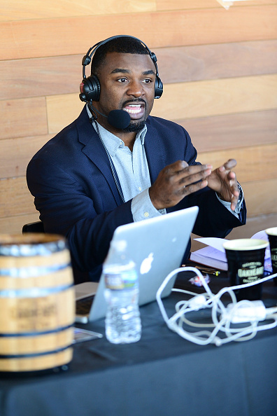 """Philadelphia Eagles「OAKHEART Genuine Spiced Rum and Legendary Former American Football Running Back Brian Westbrook Take Over XFINITY Live! To Launch the """"Oakth"""" Challenge」:写真・画像(12)[壁紙.com]"""