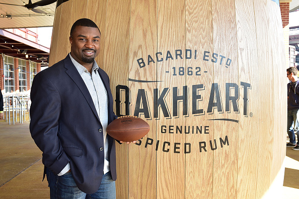"""Philadelphia Eagles「OAKHEART Genuine Spiced Rum and Legendary Former American Football Running Back Brian Westbrook Take Over XFINITY Live! To Launch the """"Oakth"""" Challenge」:写真・画像(8)[壁紙.com]"""