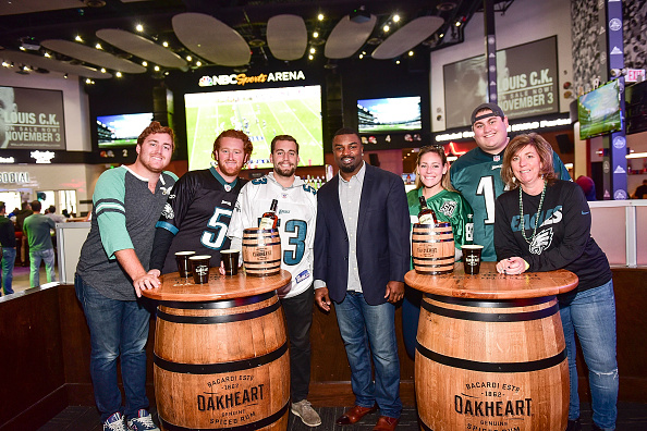"""Philadelphia Eagles「OAKHEART Genuine Spiced Rum and Legendary Former American Football Running Back Brian Westbrook Take Over XFINITY Live! To Launch the """"Oakth"""" Challenge」:写真・画像(11)[壁紙.com]"""