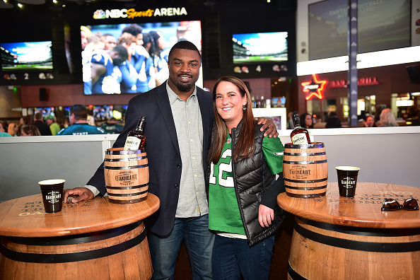 """Philadelphia Eagles「OAKHEART Genuine Spiced Rum and Legendary Former American Football Running Back Brian Westbrook Take Over XFINITY Live! To Launch the """"Oakth"""" Challenge」:写真・画像(7)[壁紙.com]"""