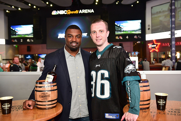 """Philadelphia Eagles「OAKHEART Genuine Spiced Rum and Legendary Former American Football Running Back Brian Westbrook Take Over XFINITY Live! To Launch the """"Oakth"""" Challenge」:写真・画像(14)[壁紙.com]"""