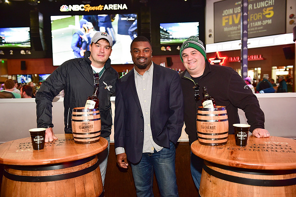 "Philadelphia Eagles「OAKHEART Genuine Spiced Rum and Legendary Former American Football Running Back Brian Westbrook Take Over XFINITY Live! To Launch the ""Oakth"" Challenge」:写真・画像(11)[壁紙.com]"