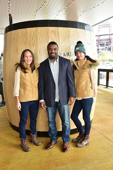 """Philadelphia Eagles「OAKHEART Genuine Spiced Rum and Legendary Former American Football Running Back Brian Westbrook Take Over XFINITY Live! To Launch the """"Oakth"""" Challenge」:写真・画像(13)[壁紙.com]"""