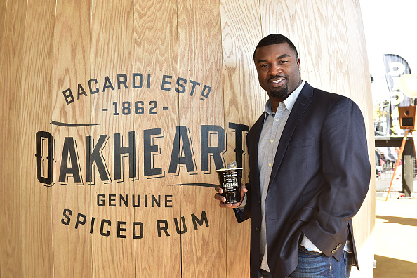 """Philadelphia Eagles「OAKHEART Genuine Spiced Rum and Legendary Former American Football Running Back Brian Westbrook Take Over XFINITY Live! To Launch the """"Oakth"""" Challenge」:写真・画像(6)[壁紙.com]"""