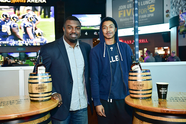 """Philadelphia Eagles「OAKHEART Genuine Spiced Rum and Legendary Former American Football Running Back Brian Westbrook Take Over XFINITY Live! To Launch the """"Oakth"""" Challenge」:写真・画像(15)[壁紙.com]"""