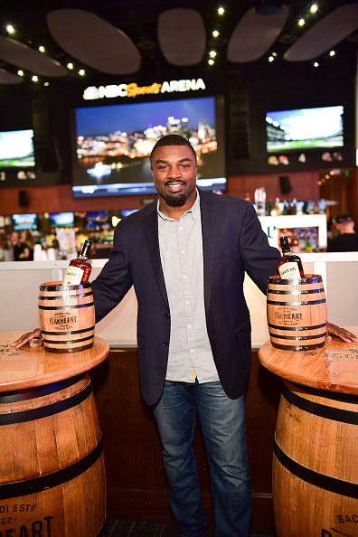 """Philadelphia Eagles「OAKHEART Genuine Spiced Rum and Legendary Former American Football Running Back Brian Westbrook Take Over XFINITY Live! To Launch the """"Oakth"""" Challenge」:写真・画像(18)[壁紙.com]"""