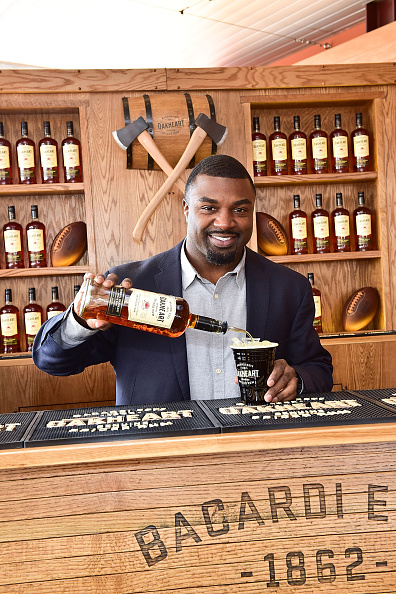 "Philadelphia Eagles「OAKHEART Genuine Spiced Rum and Legendary Former American Football Running Back Brian Westbrook Take Over XFINITY Live! To Launch the ""Oakth"" Challenge」:写真・画像(5)[壁紙.com]"