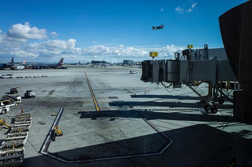Passenger「Airplane and Boarding Bridge.」:スマホ壁紙(14)