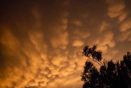 Mammatus Cloud「Mammatus clouds at sunset」:スマホ壁紙(18)