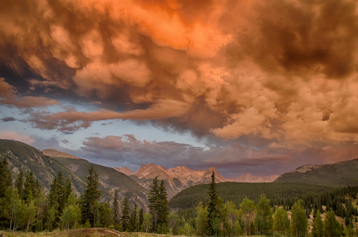 Mammatus Cloud「Mammatus clouds over high alpine scenic, Colorado」:スマホ壁紙(15)