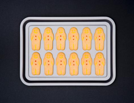 Gingerbread Man「Smiling gingerbread men biscuits on baking tray」:スマホ壁紙(18)