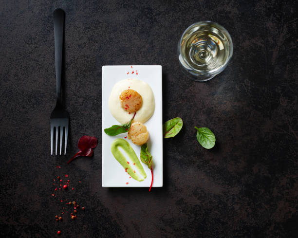 Scallops on nut butter with pea and mint puree:スマホ壁紙(壁紙.com)