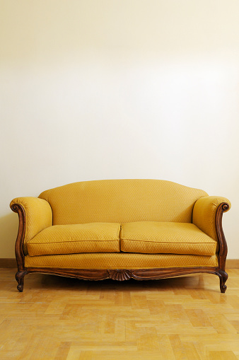 Yellow「Vintage Yellow Sofa. Copy Space」:スマホ壁紙(6)
