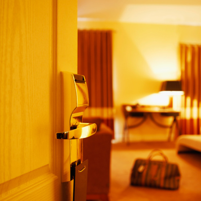旅行「Open door leading into hotel bedroom」:スマホ壁紙(11)